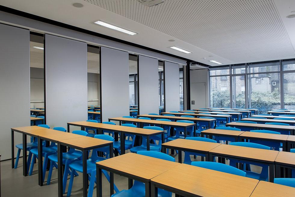 funktionsfähige Trennwand in einem Schulgebäude