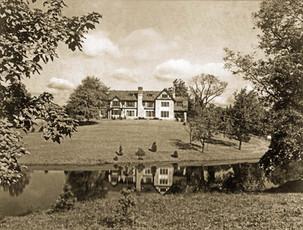 1925 PineMeerLakeHouse1smtint.jpg