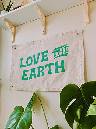 LOVE THE EARTH BANNER