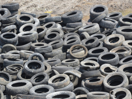 Ghana une entreprise transforme les pneus usagés en carburant