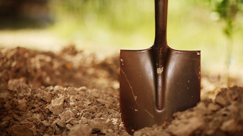 Осенняя подготовка почвы к зиме в Красно