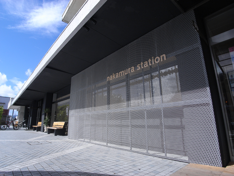駅舎正面 the front of station