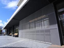 駅舎正面 the front of station