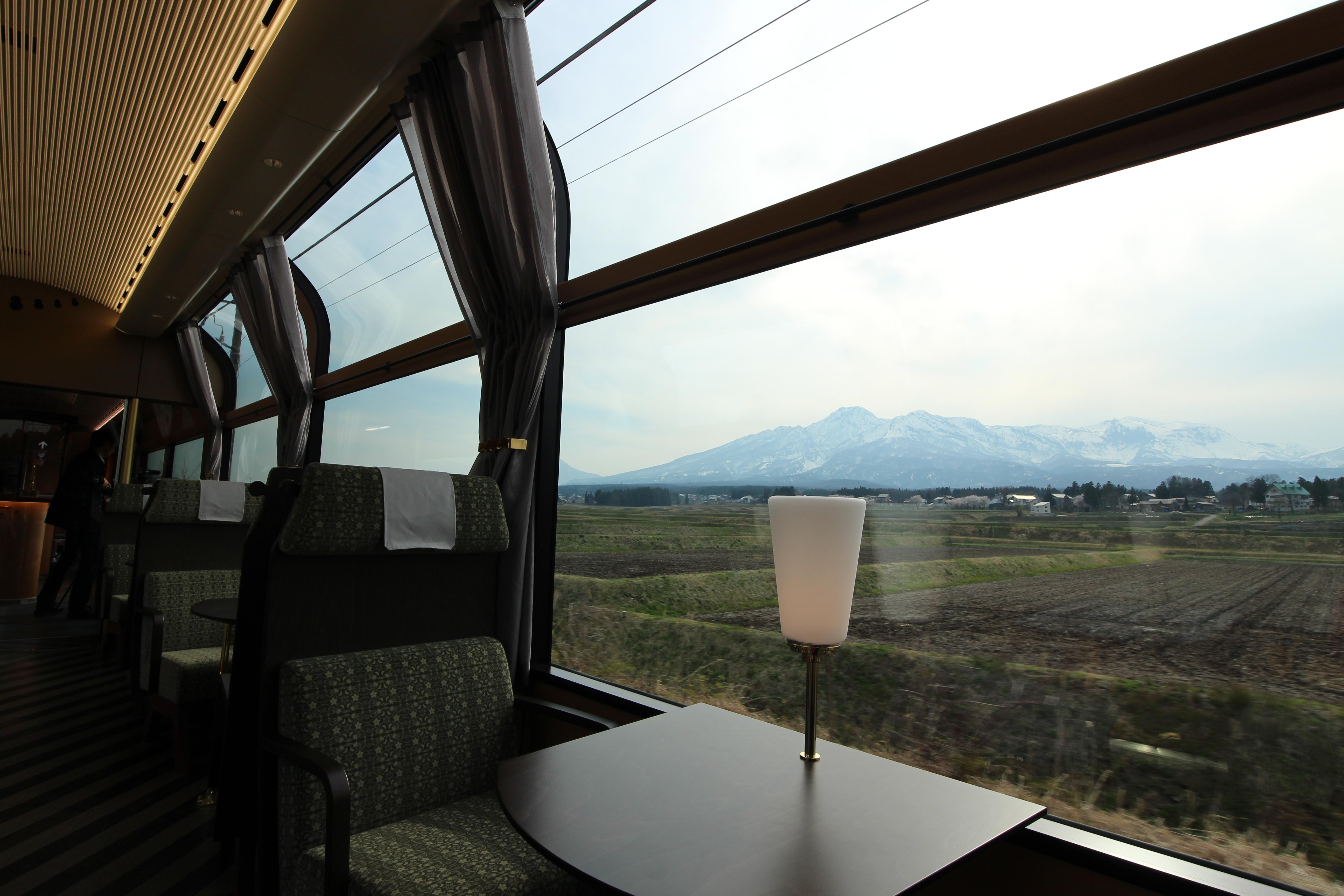 妙高山や日本海を望みながらお食事を