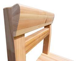 高知県スギ材の美しい木目を強調するデザイン