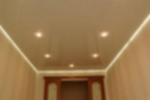 натяжные потолки с освещеним