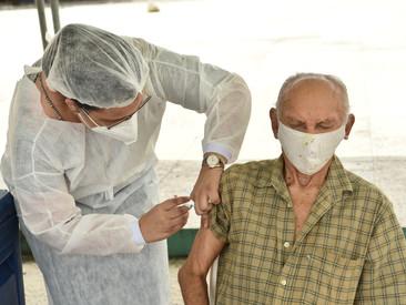 Caucaia realiza vacinação nos pontos fixos neste sábado