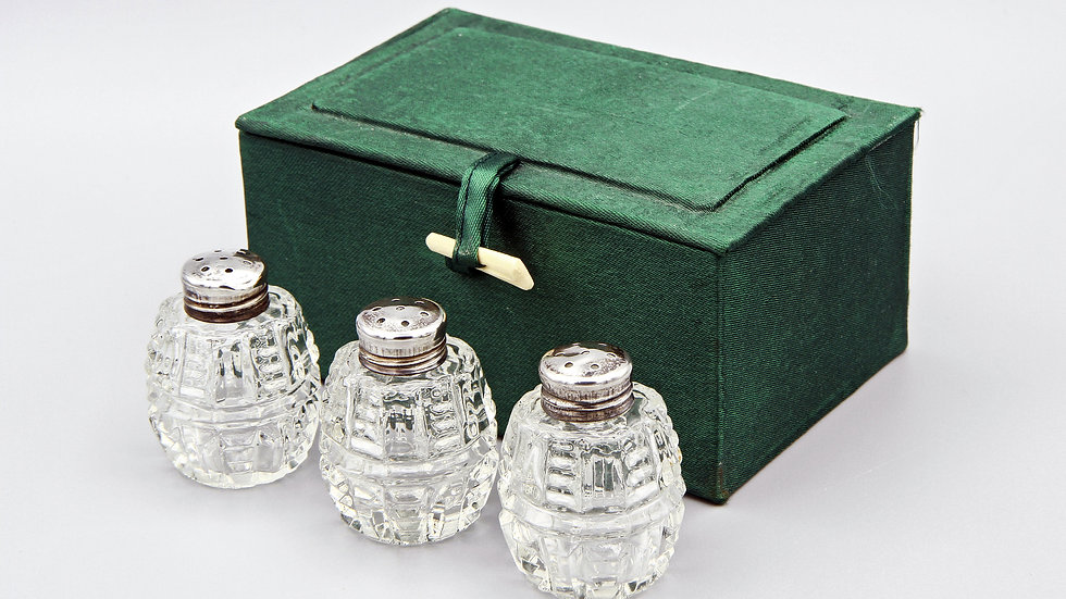 boxed shakers set