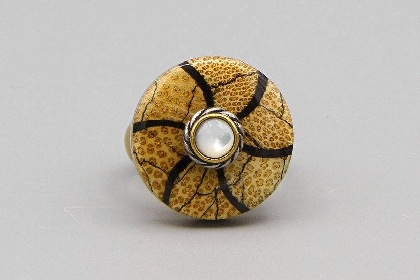 Coral and Shell Ring Size 8