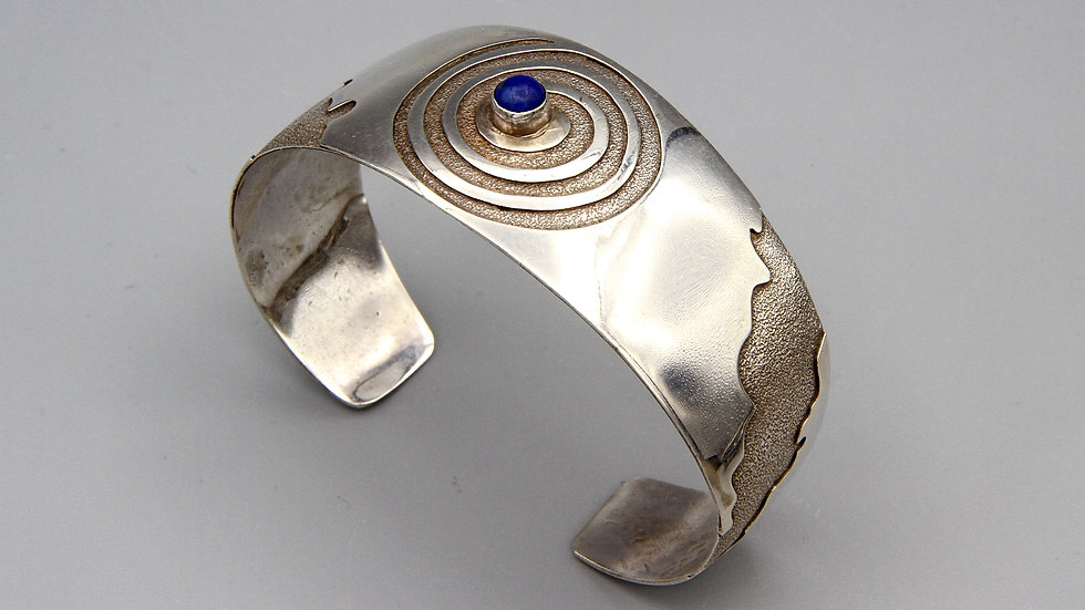 Contemporary Jewelry Etched Sterling And Lapis Lazuli Cuff Bracelet Native American