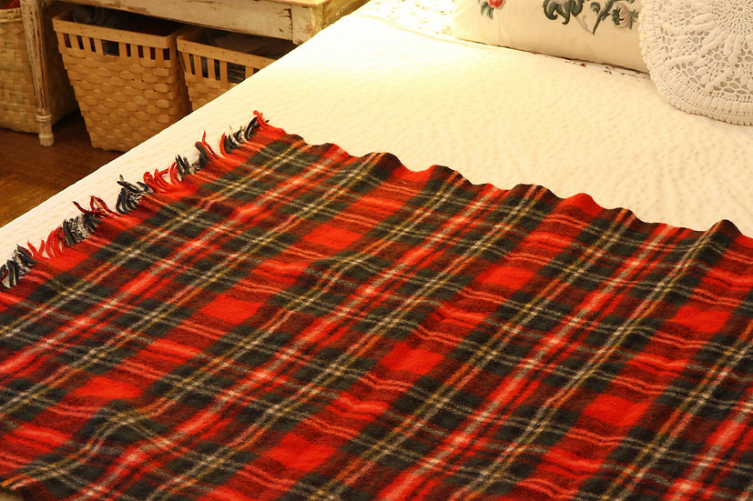 Red And Green Plaid Textile Stadium Wool Luxury Deck Throw Blanket