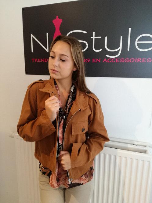 Short zipper jacket