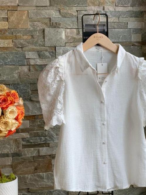 Wit bloesje met kanten mouwen