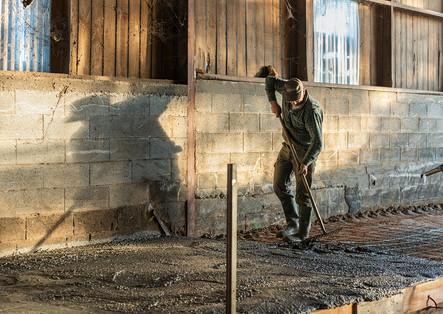 4 génerations vivent à la ferme, Cette cohabitation générationnelle se raréfie chez les agriculteurs. Ici, Laurent éleveur de chèvres et Maire de Vergt de Biron.