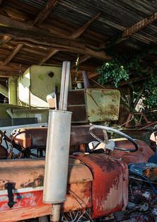 Bric à brac de machines et de pièces détachées utiles à la restauration de certains modèles.