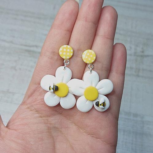 """Boucles d'oreilles """"Lovely Daisy"""" marguerites et abeilles"""