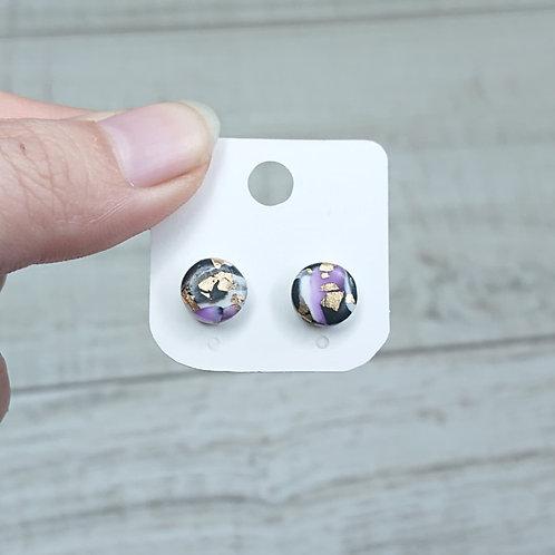 Boucles d'oreilles puces marbre noir et violet #2