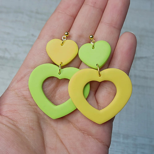 "Boucles d'oreilles ""Printemps Pop"" coeurs vert/jaune"