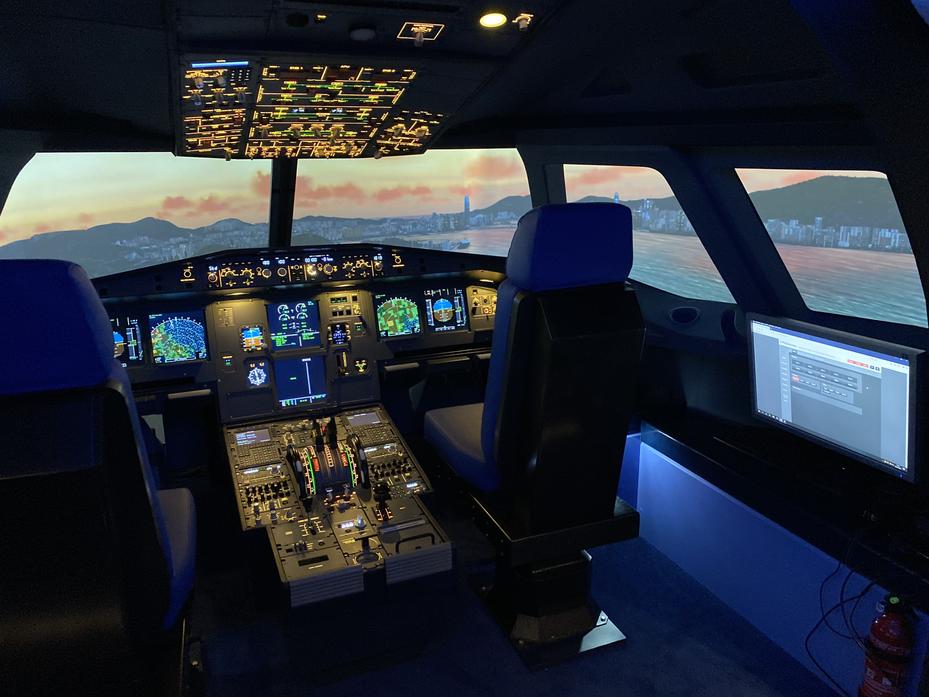 Cockpit EDDM.heic