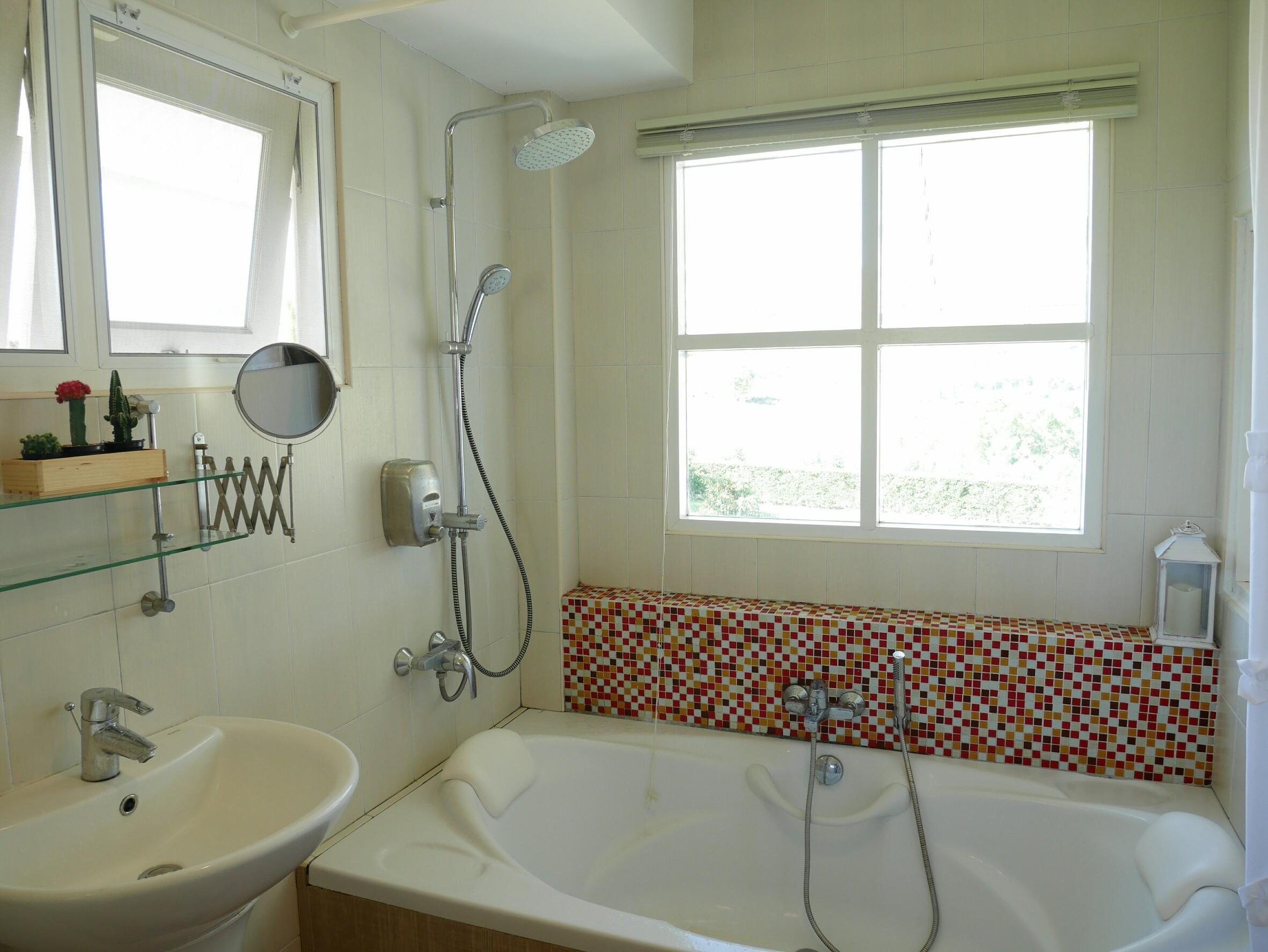 ห้องน้ำพร้อมอ่างแช่ตัว