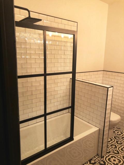 Shower Screen on Tub (2)