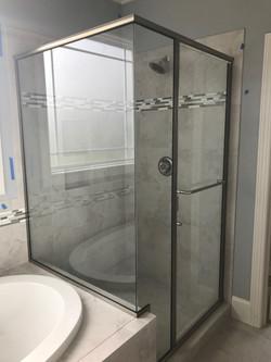 Semi-Frameless with C-Pull Towel Bar (1)