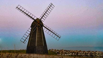 Hiking and Yoga at the windmill near Brighton