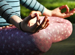 outdoor-yoga-and-meditation-stanmer-park