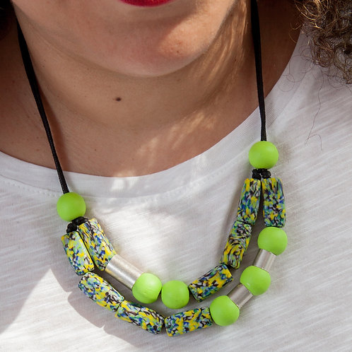 Viibrant statement glass necklace