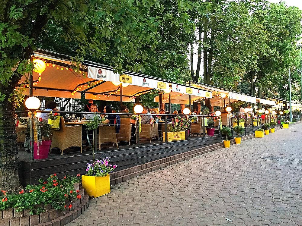 Galicja Restauracja's Exterior Seating Area in Łódź, Poland
