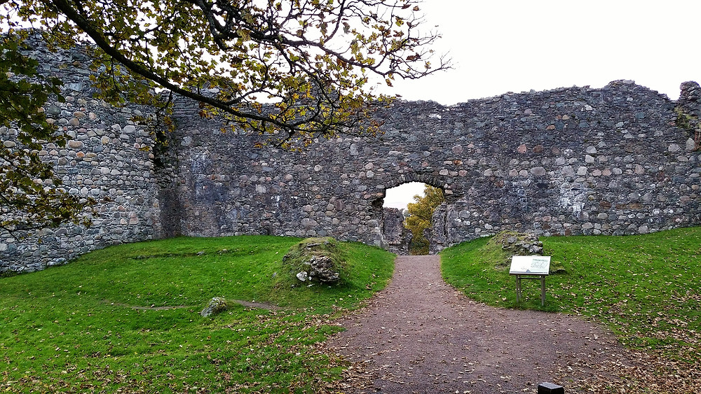 Best castles to visit in the Highlands of Scotland. Old Inverlochy Castle.