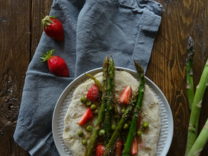 Quando fuori piove: piadina con asparagi, fragole alla menta e piselli primavera