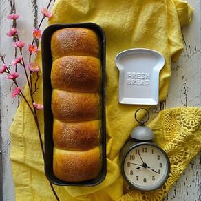 Nuvole a colazione: pan brioche multicereali con lievito madre (of course)
