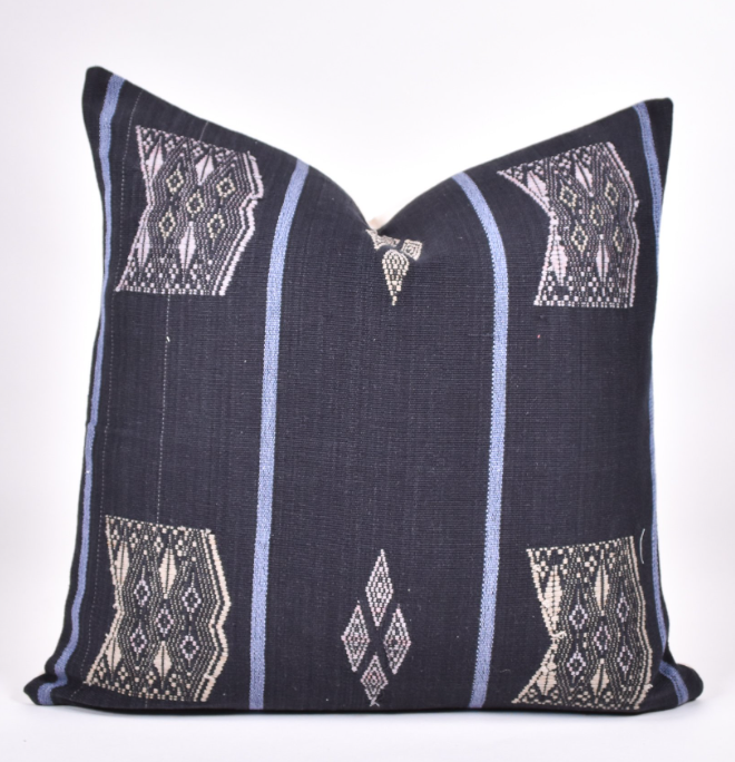 naga tahi pillow