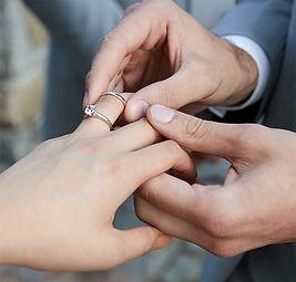 C9020047_weddingengagement_hero_mobile.j