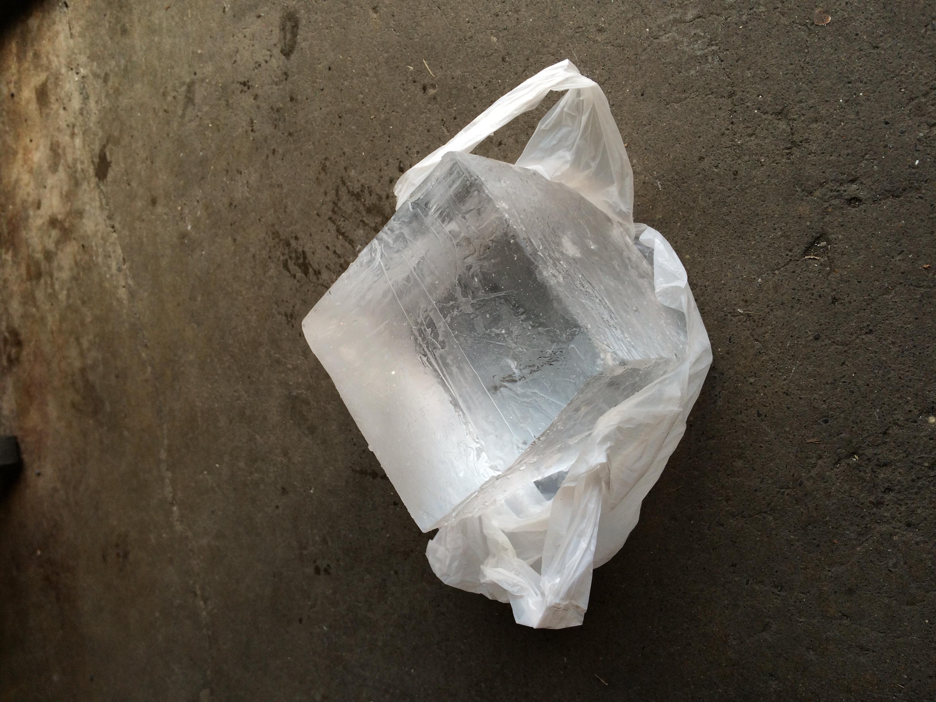 氷(15 x 15 x 15 Cm)
