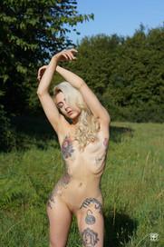 Tatouages, danse et prairie 06