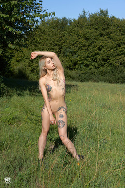 Tatouages, danse et prairie 05