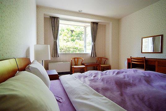 浅間高原ホテルのArflex社のダブルベッドを設置したお部屋,