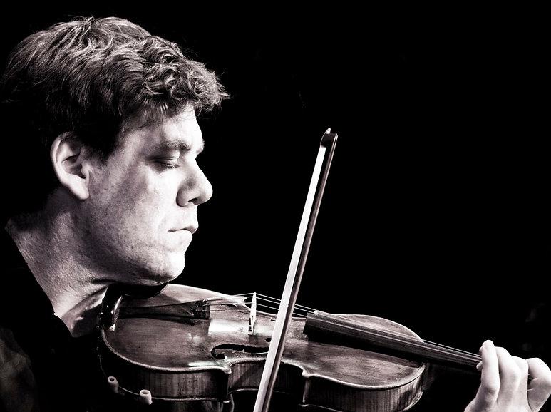 Robert Zielinski playing the fiddle (violin)