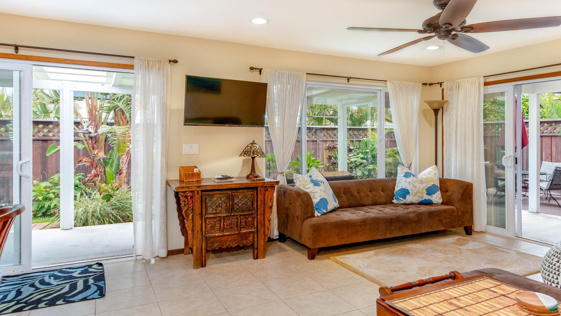 13-Living room.jpg