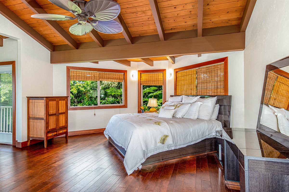 24-Master bed 2.jpg