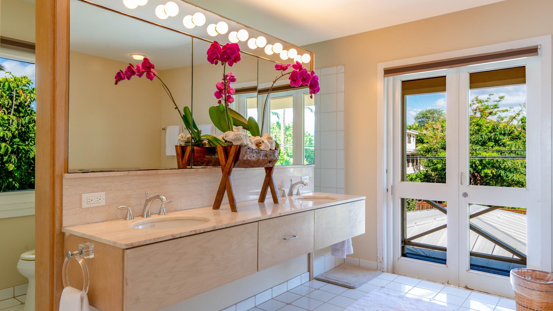 13-4-Master bathroom_.jpg