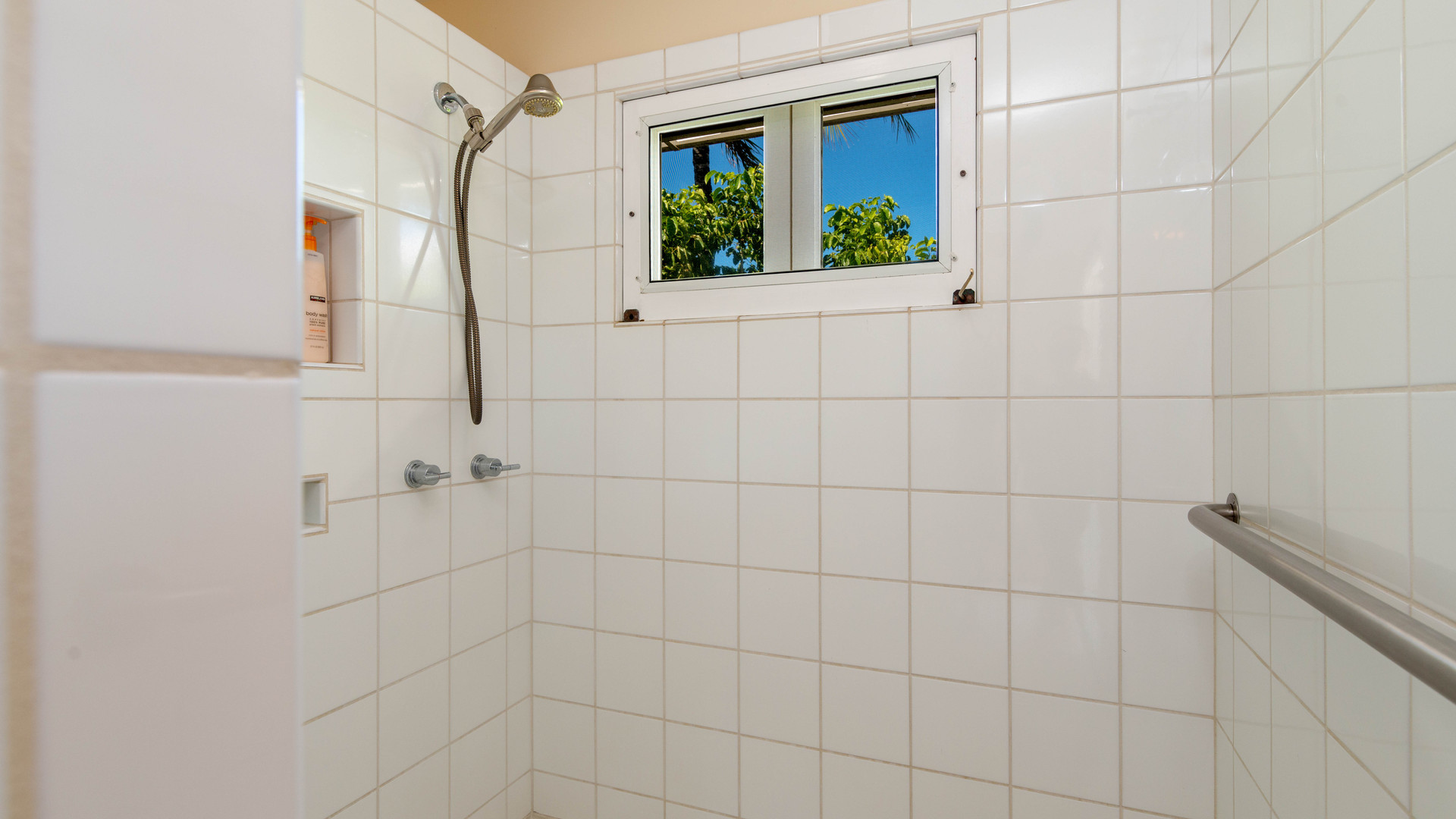 13-5-Master bathroom 2.jpg