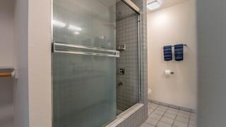 15-Bathroom 1.jpg