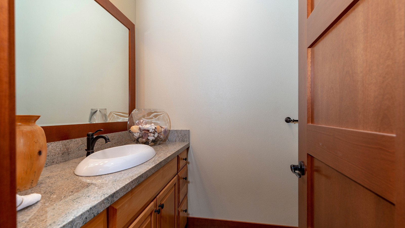 25-3rd bathroom.jpg