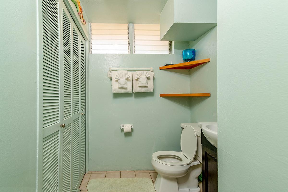 16-Bathroom 2.jpg