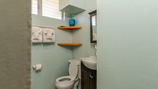 15-Bathroom.jpg