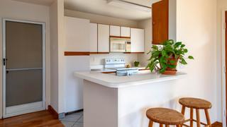 8-Kitchen bar.jpg