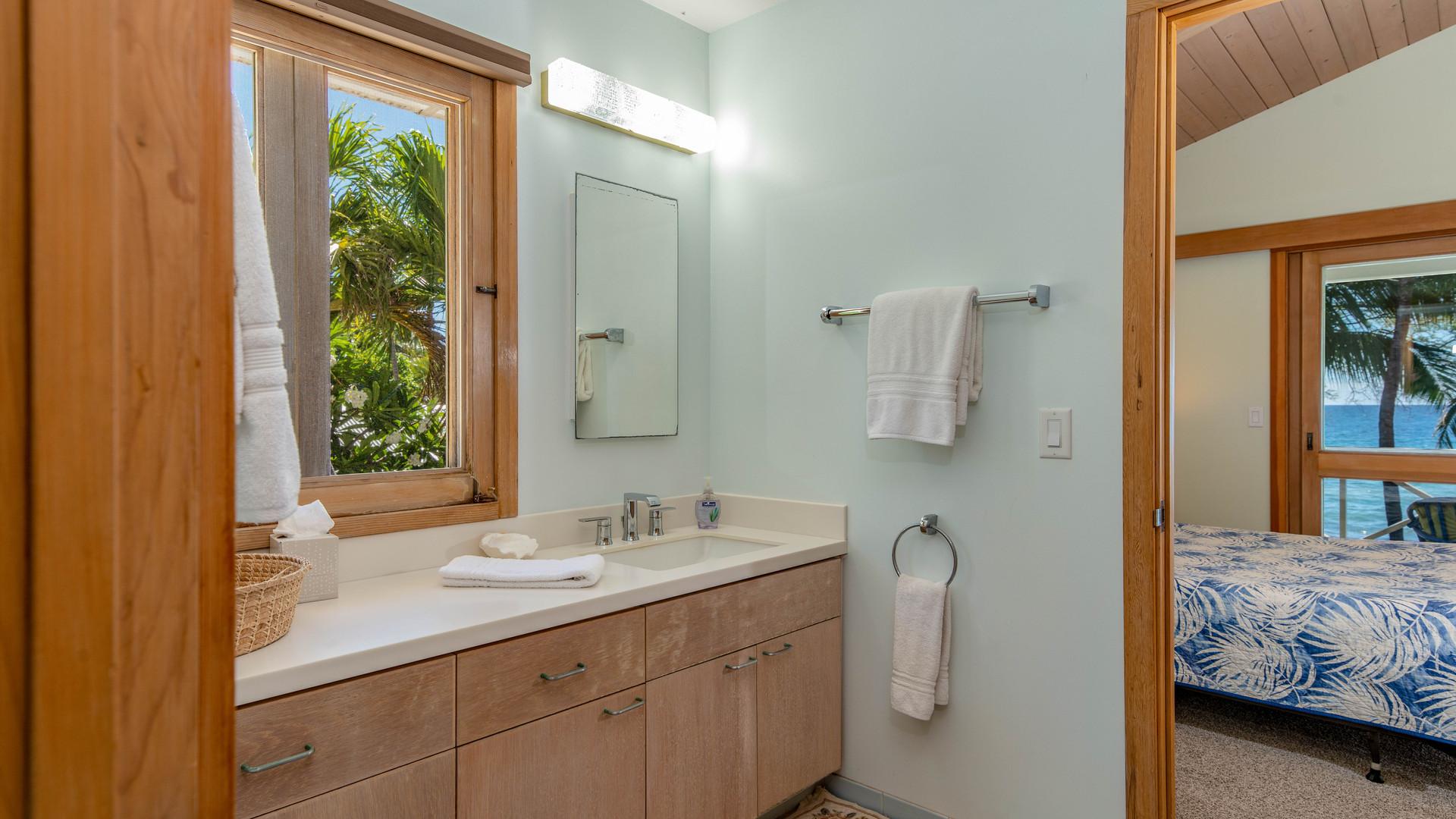 15-0-2nd Bathroom.jpg